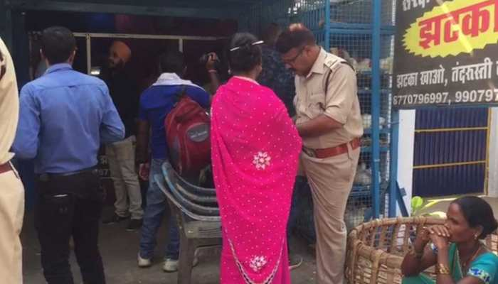 CG: मतदाताओं को लुभाने के लिए 10 रुपये किलो बिक रहा था चिकन, चुनाव आयोग ने मारा छापा