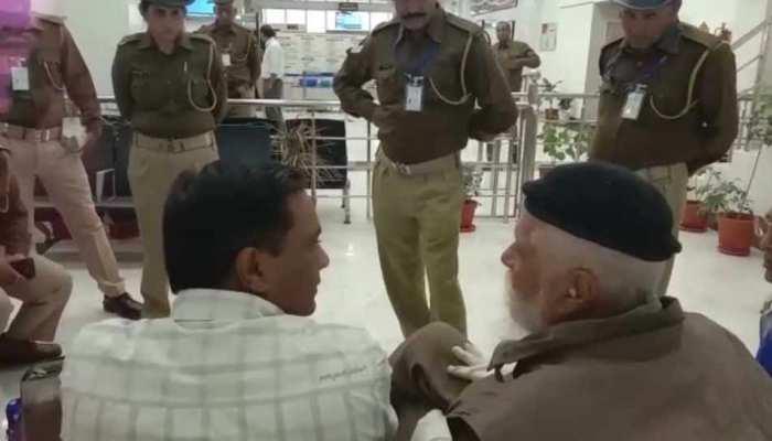 11 लाख रुपयों के साथ पकड़े गए राजा भैया के पिता, कहा- 'नहीं थी चुनाव की जानकारी'