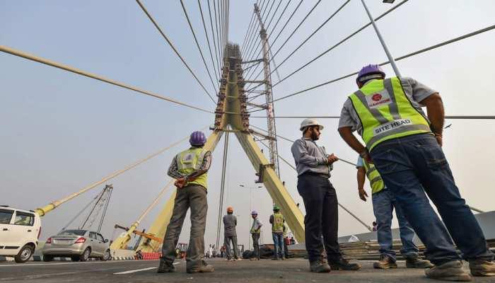 दिल्ली: सिग्नेचर ब्रिज पर पहला बड़ा हादसा, बाइक से स्टंट कर रहे 2 युवकों की मौत