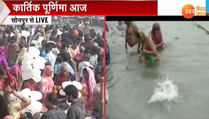 बिहार : कार्तिक पूर्णिमा पर गंगा-गंडक संगम पर लाखों श्रद्धालु लगा रहे डुबकी