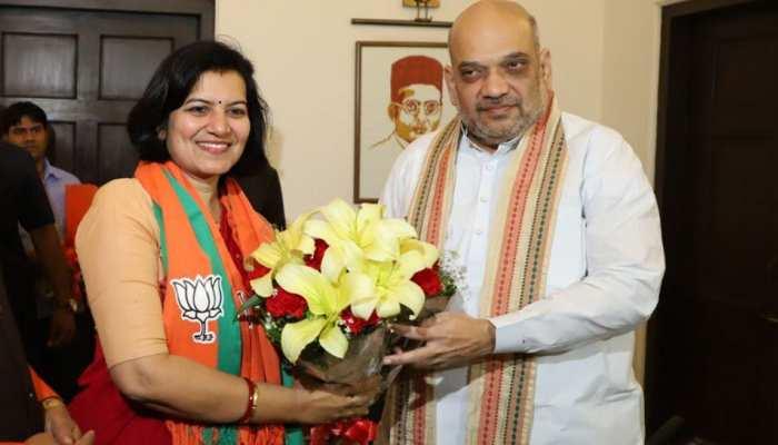 ओडिशा कैडर की पूर्व IAS ने थामा बीजेपी का दामन, अमित शाह ने दिलाई पार्टी की सदस्यता