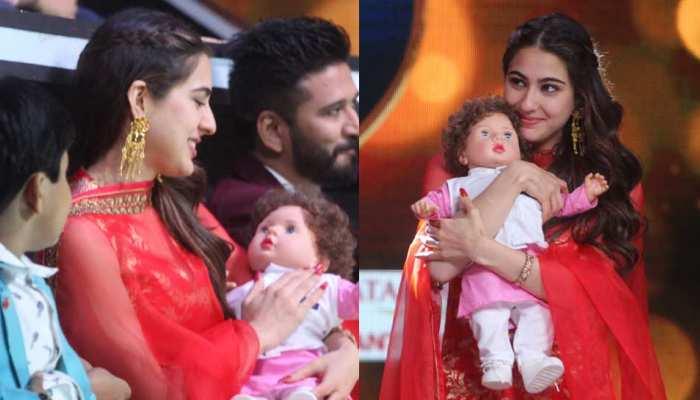 Photos: सारा अली खान को गिफ्ट में मिली सौतेले भाई तैमूर वाली डॉल, ये दिया रिएक्शन
