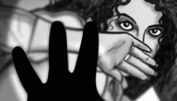 रोहिणी में 12 साल की लड़की से चलती टेम्पो में गैंगरेप