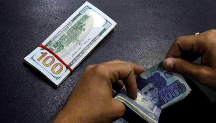 रसातल में पहुंचा पाकिस्तानी रुपया, एक डॉलर के लिए 144 रुपये का भाव