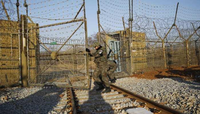 उत्तर कोरिया से भागा सैनिक पहुंचा दक्षिण कोरिया,फिर...