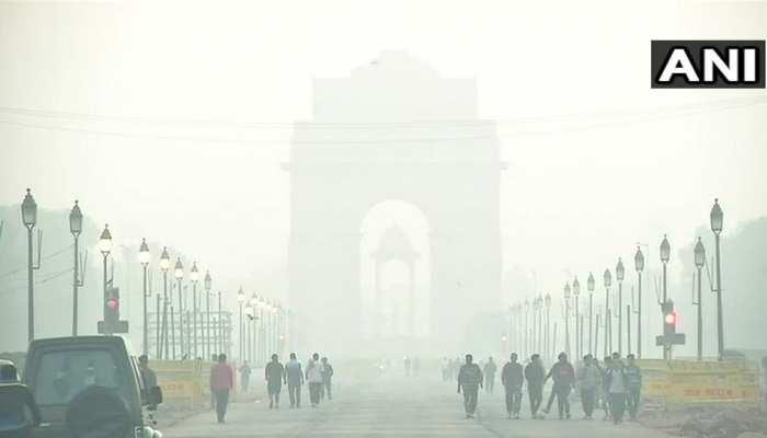 शनिवार को भी दिल्ली में छाई रही धुंध, 'बेहद खराब' है हवा
