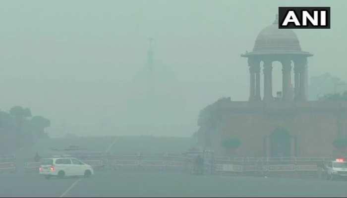रविवार सुबह भी दिल्ली में छाई धुंध, हवा की गुणवत्ता 'खराब'
