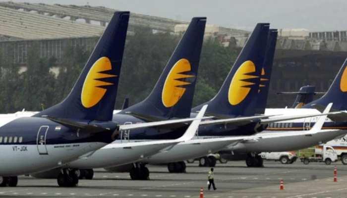 आर्थिक संकट से गुज़र रही जेट एयरवेज ने लिया बड़ा फैसला, इकॉनमी क्लास पैसेंजर्स पर पड़ेगा 'असर'