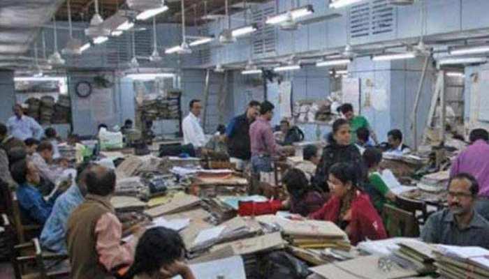 7वां वेतन आयोग: लाखों कर्मचारियों को बड़ा झटका, घटा दी गई रिटायरमेंट उम्र की सीमा