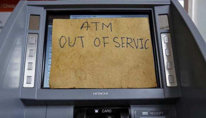 मथुरा में दिल्ली-आगरा हाईवे पर लगा एटीएम नकदी सहित उखाड़ ले गए चोर