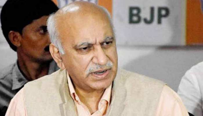 MJ अकबर की मानहानि की शिकायत के बाद दिल्ली की अदालत ने दो गवाहों के बयान किए दर्ज
