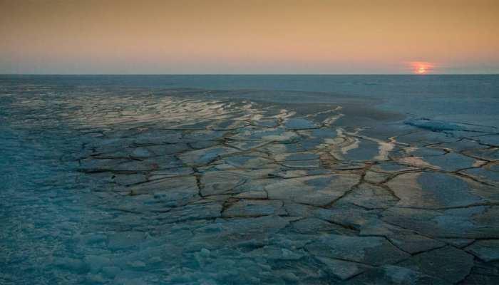 आर्कटिक महासागर में तापमान दोगुना बढ़ा, 30 साल में पहली बार पिघली बर्फ