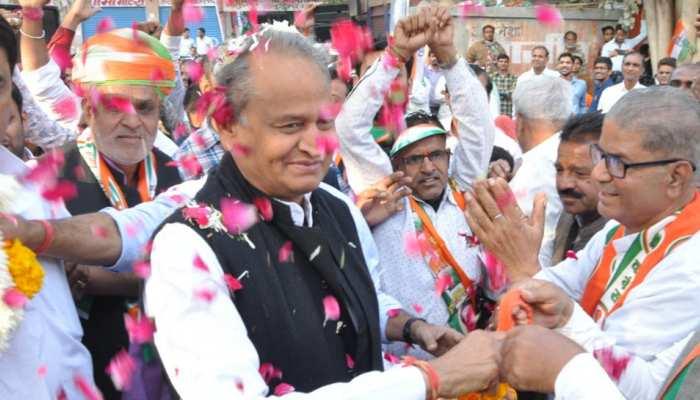 राजस्थान विधानसभा चुनाव में जीत कर अशोक गहलोत फिर बने सरदारपुरा के सरदार