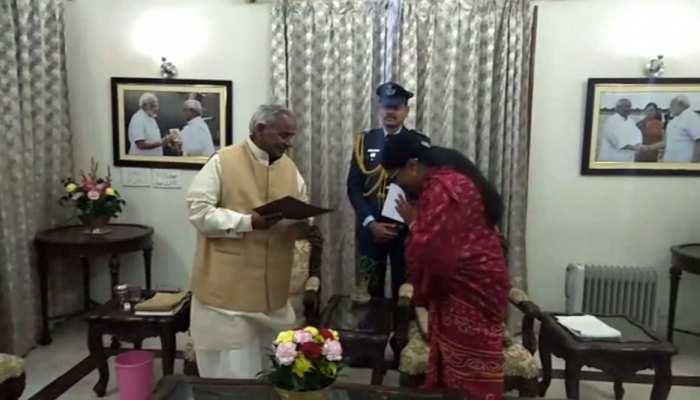 राजस्थान: CM वसुंधरा राजे ने राज्यपाल कल्याण सिंह को सौंपा इस्तीफा
