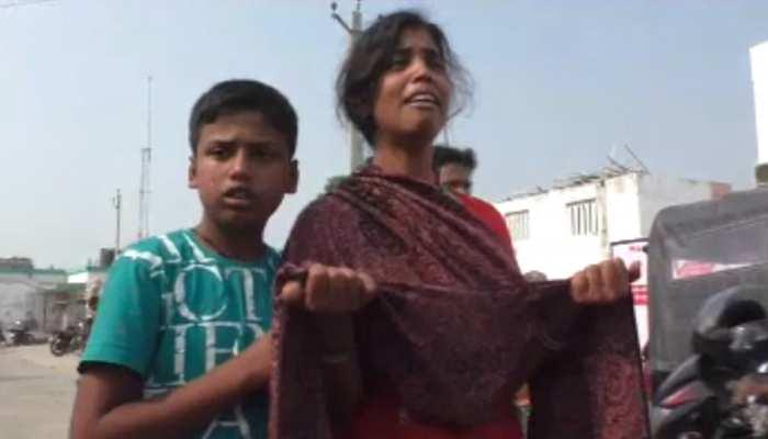 बिहार : दवा के अभाव में गई महिला की जान, शव ले जाने के लिए बेटी को मांगनी पड़ी भीख