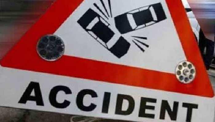 खड़े ट्रक से जा भिड़ी कार, भाई-बहन की मौत; 2 बच्चियों की हालत गंभीर