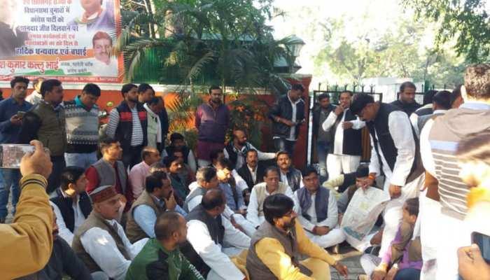 सिंधिया समर्थक विधायक दिल्ली से लौटे, कमलनाथ के शपथ ग्रहण में होंगे शामिल