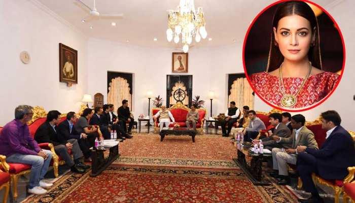 प्रधानमंत्री से मिलने पहुंचे बॉलीवुड डेलीगेशन पर दिया मिर्जा का सवाल, 'यहां कोई महिला क्यों नहीं?'