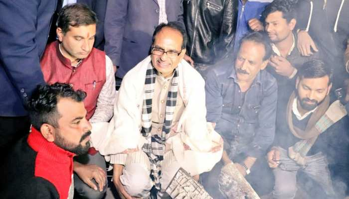 former cm shivraj singh chauhan walk out on road at a winter night