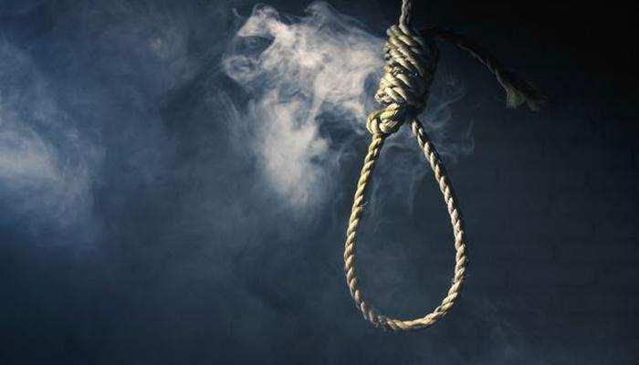 आगरा: पति से झगड़े के बाद तीन बच्चों के साथ फांसी पर लटकर पत्नी ने की आत्महत्या