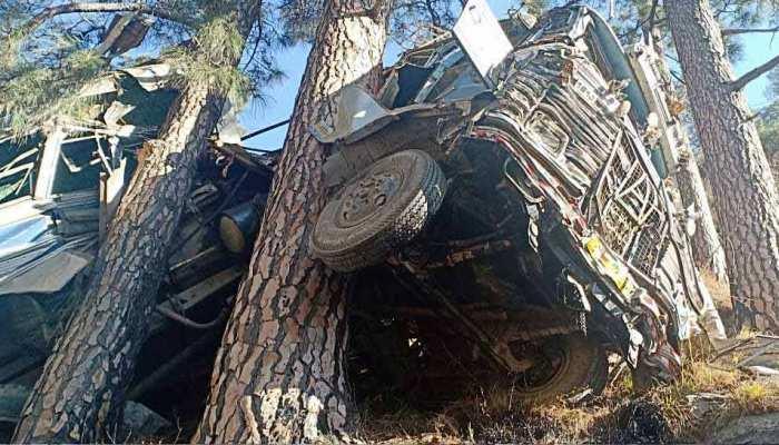 पेड़ ने बचाई कई जिंदगियां, ITBP जवानों से भरी बस गिरी खाई में, 1 की मौत, 32 घायल