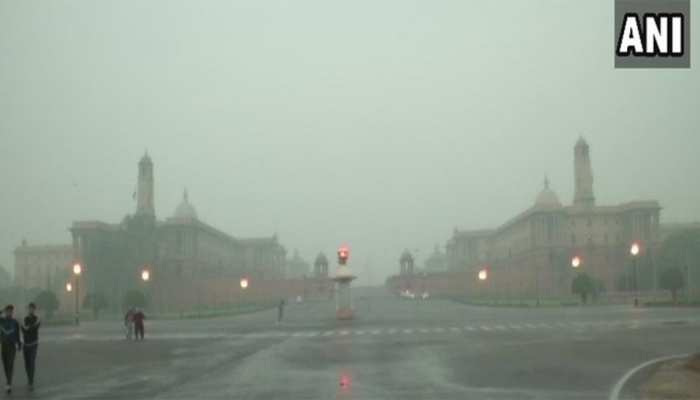 दिल्ली में हवा की गुणवत्ता में नहीं हुआ सुधार, घर से कम से कम निकलने की सलाह