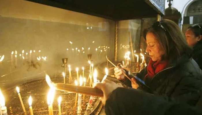 क्रिसमस का जश्न मनाने हजारों श्रद्धालु पहुंचे यीशु के जन्म स्थल बेथलेहम