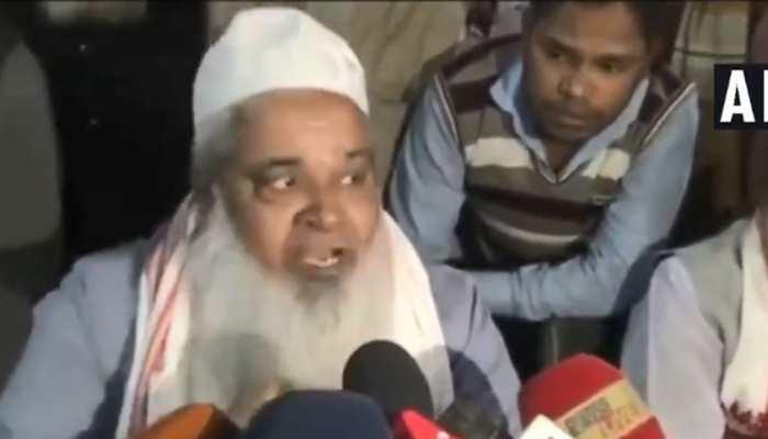 VIDEO: पत्रकार के सवाल पर भड़के MP बदरुद्दीन अजमल, धमकाते हुए बोले - सिर फोड़ दूंगा