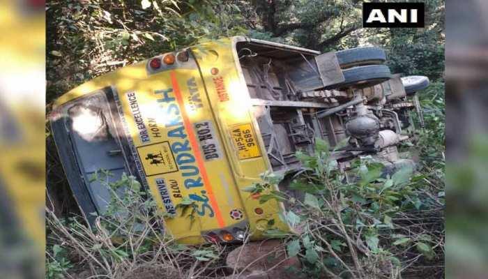 हिमाचल प्रदेश : PM मोदी की रैली में जा रहे 35 छात्र बस पलटने से हुए घायल