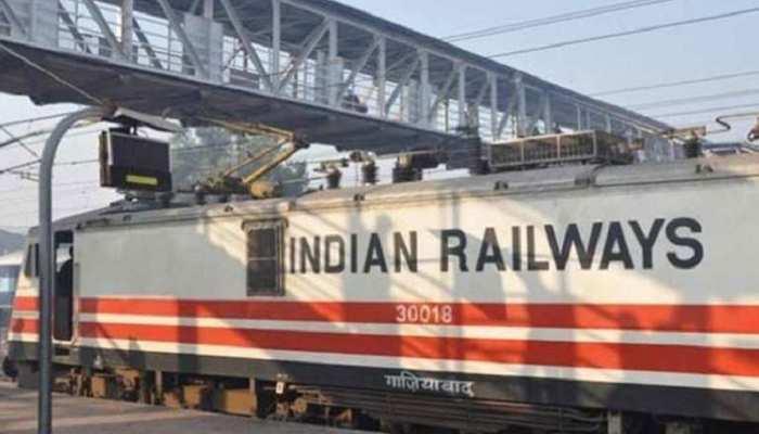 महिलाओं और बुजुर्गों के लिए नए साल में रेलवे की सौगात, कोटे वाली सीटों की संख्या बढ़ाई