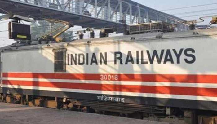 YEAR ENDER 2018: रेलवे के नाम जुड़ीं इंजनलेस ट्रेन T-18 और बोगीबिल रेल-सड़क पुल की उपलब्धि