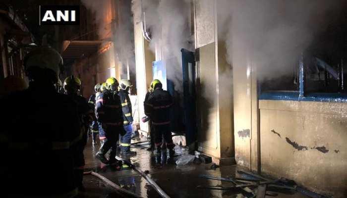 मुंबई: साधना हाउस में लगी आग पर 12 घंटे बाद पाया गया काबू, 12 दमकलकर्मी घायल