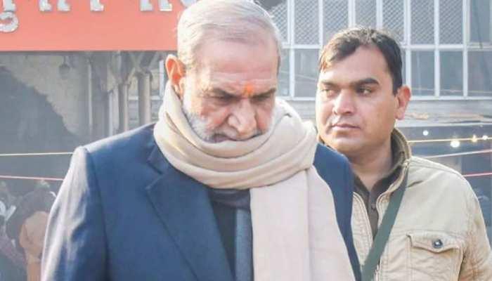 सज्जन कुमार ने किया कोर्ट में सरेंडर, दिल्ली की मंडोली जेल ले जाया गया