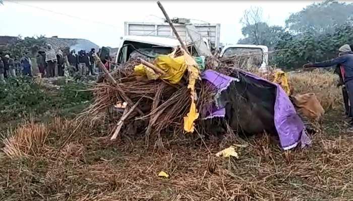 चंदौली में दर्दनाक हादसा, कच्चे मकान में घुसा अनियंत्रित ट्रक, 7 लोगों की मौत