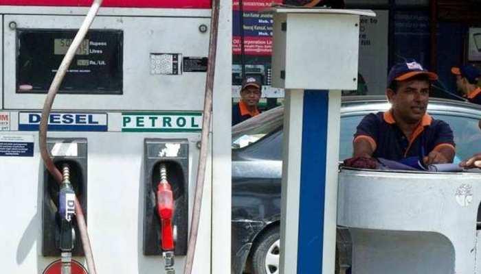 नए साल के पहले दिन सस्ता हुआ पेट्रोल और डीजल, जानें क्या है आपके शहर का रेट