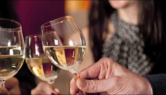 कम मात्रा में शराब 'पीने' से बुजुर्ग मरीजों के दिल को नहीं होता खतरा: शोध