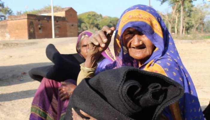 बुंदेलखंडः ठिठुरती सर्दी में गर्माहट बांट रहा युवाओं का समूह