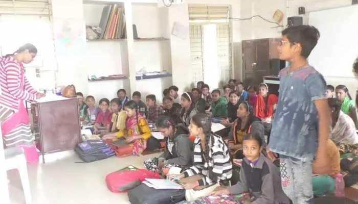 गुजरात: स्कूलों में जी सर-जी मैडम की जगह सुनाई देगी 'जय हिंद-जय भारत' की गूंज
