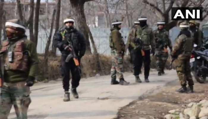 जम्मू कश्मीर में 3 आतंकी ढेर, लोगों ने सुरक्षाबलों पर किया पथराव