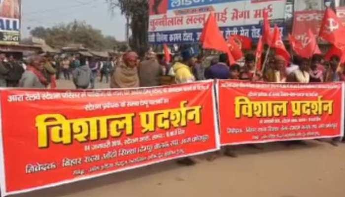 बिहारः रिक्शा चालकों का बड़ा प्रदर्शन, रेल प्रशासन को दी चक्का जाम करने की चेतावनी
