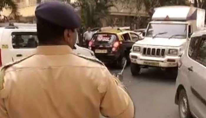 Zee News की मुहिम को मिला मुंबई पुलिस का साथ, अवैध पार्किंग पर की कार्रवाई