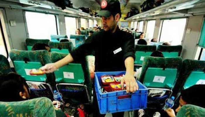 रेलमंत्री का ऑफर: ट्रेन में मुफ्त में मिलेगा खाना, लेकिन इस शर्त पर