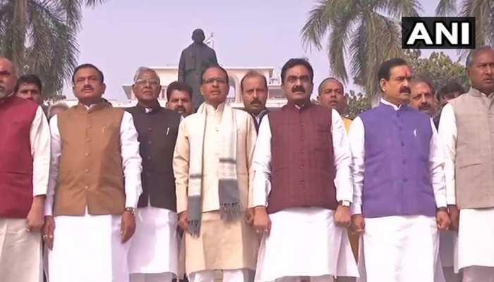 मध्य प्रदेशः भोपाल में भाजपा नेताओं ने शिवराज सिंह की अगुवाई में गाया सामूहिक वंदे मातरम्