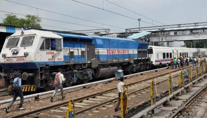 10वीं पास के लिए रेलवे ने निकाली बंपर भर्तियां, जानें किस-किस पद पर कर सकते हैं अप्लाई