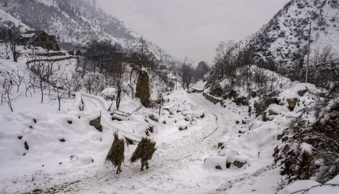 Snowfall in Jammu and Kashmir from today; -8.5°C temperature in Gulmarg, Kargil records -18.2°C