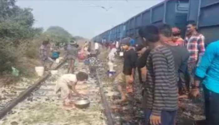 बिहारः डालडा समझ कर मालगाड़ी से गिर रहे कैमिकल को उठा ले गए लोग