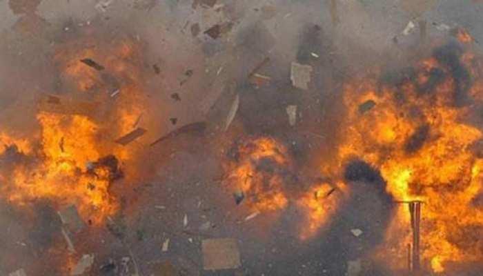 भदोही में सिलेंडर लीकेज से स्कूल वैन में लगी आग, बच्चों को तड़पता छोड़ भागा ड्राइवर