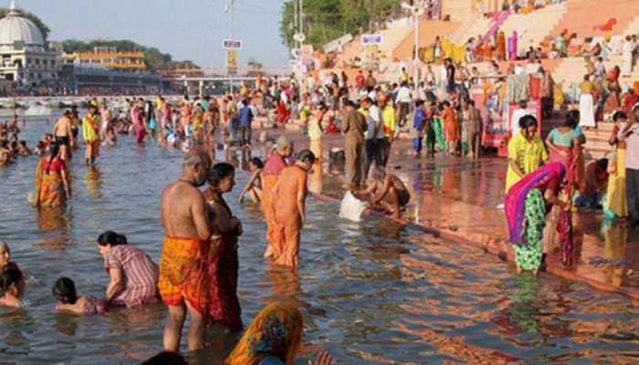 मध्य प्रदेश: मकर संक्रांति पर श्रद्धालुओं ने उज्जैन की क्षिप्रा नदी में लगाई आस्था की डुबकी