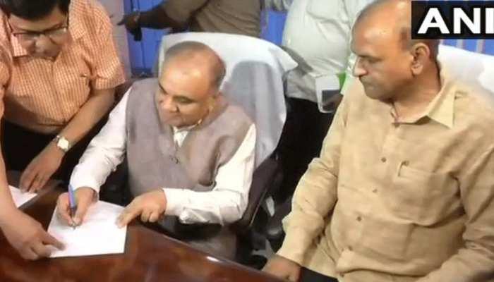 UP: मुख्य सचिव ने दिए निर्देश, पेंशन आवेदकों के लिए जल्द आयोजित किए जाए शिविर