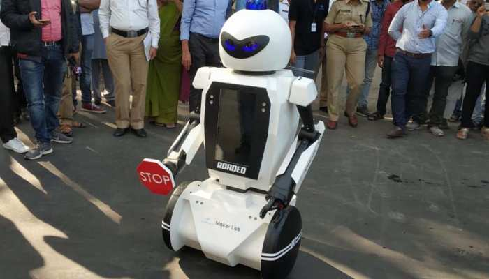Maharashtra : Now Traffic robot in pune